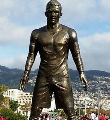 cristiano ronaldo statue2